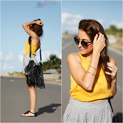 Carolina González Toledo - Stradivarius Sunnies, Stradivarius Top, Lefties Shorts, Chicnova Bag, H&M Sandals - Summer Shorts