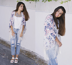 Catarina Marques - Abercrombie & Fitch Fringed Kimono, Frontrowshop Ripped Jeans, River Island Plataform Sandals, Xbeatrce Statement Necklace, Delilah Dust Crystal Necklace - The kimono girls