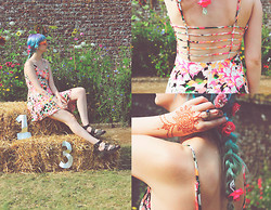 ZOE LDN - Missguided Dress, Wildfox Couture Sunglasses, New Look Shoes - Port Eliot