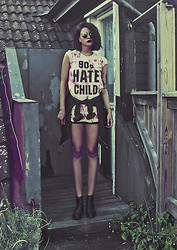 Malin Z - Killer Condo 90's Hate Child Tee - 90's Hate Child