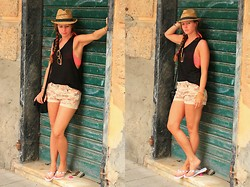 Rimanere Nella Memoria - H&M Top, Ltb Shorts - Sightseeing in Italy