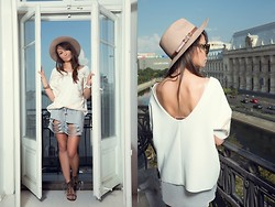 Silvia Matei - H&M Fedora Hat, Zara Oversized Top, Bsb Ripped Shorts, Bsb Fringed Flat Sandals - Casually cool