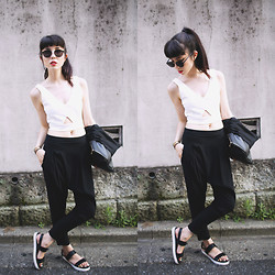 Samantha Mariko - Frontrowshop Bralette, Forever 21 Pants, Aldo Sandals, Alma Chains - There's only black and white