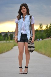 Carolina Hellal - Love Culture Leather Shorts, Chinese Laundry Strap Sandals, Street Market At Santa Marta, Colombia Colombian Mochila Arhuaca, Moshimo Denim Top, Hollister Sheer Top - MOCHILA