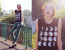 Ola Ci - Frontrowshop Full Moon Shirt, Giant Vintage Round Weed Sunglasses, Diamante Wear Sweatpants - Howlin' For You