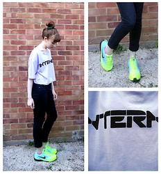 Emily May - Monki Internetz T Shirt, Primark Black Skinny Jeans, Nike Zoom Fly Neon Trainers - Internetz Tee