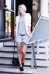Anita VDH - New Yorker Striped Shorts, H&M Black Slip Ons, Adidas Grey T Shirt, Persun White Blazer - Old Stripes