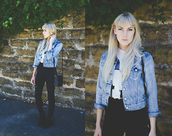 Ashley Treece - Levi's® Denim Jacket, Frontrowshop Bauhaus Tee - Back to basics