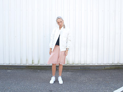 Zoé Hermsen - Carin Wester Jacket, Weekday Top, Weekday Skirt, Weekday Socks, Nike Sneakers - Black Pink Purple White