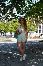 Marina Scofield - Choies Tee, Elena Sainz Shorts, Romwe Backpack, Dressvenus Sneakers - Here comes the sun
