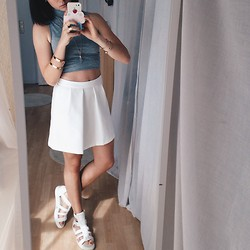 Lena Antonia - Bershka Skirt, Vagabond Sandals, Asos Crop Top, Primark Cupcake Iphone Cover - Summerfeeling