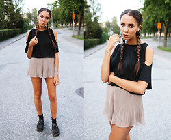 Malin E. - Carlings Top, H&M Shorts, Shoes - Braids