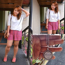 Dana Lopez - Forever 21 White Tee, Forever 21 Aztec Shorts, Papermolti Bff Chain Necklace - Sunny