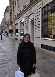 Lisa Shen - Gucci Bag, Swarovski Rings, Burberry Coat - A little bit of Paris
