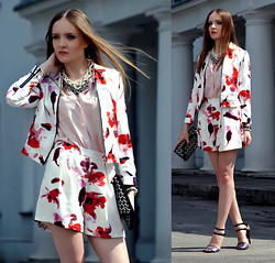 EWELYN D. - Oasap Blazer, Oasap Shorts, Oasap Necklace - Floral summer suit