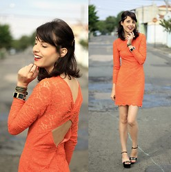 Glena Martins - Sandals, Topshop Lace Dress, Kafé Acessórios Bracelets - ORANGE