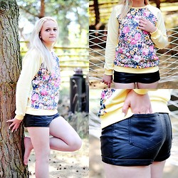 Angelika Martko - Blouse, Shorts - FLOWER POWER
