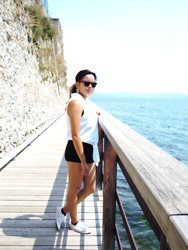 Margot Peters - Avance Sunglassesss, H&M White Top, Bershka Black, Converse All Stars - One of those sunny days in Italy.
