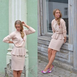 Triinu Ollema - H&M Spring Collection Shirt, Boohoo Skirt, Blink Violet Heels - Walking in Shades of Pink