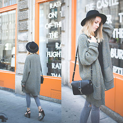TIPHAINE MARIE - Cardigan, Jeans, Hat, Bag - Window.