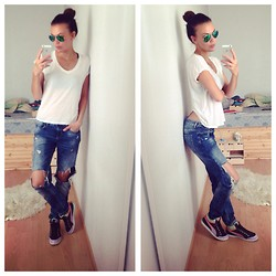 Eve T - Puma Sneakers, Ray Ban Sunnies, Zara Jeans - Ripped denim game