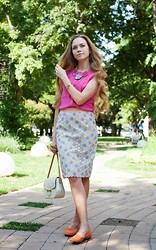 Alena Vorontsova - Moschino Skirt, Louis Vuitton Bag, Topshop Rings, H&M Earrings, H&M Slippers - Bright colors