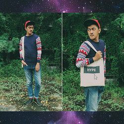 Zailanie Fiqrie Yudhistira - Hype Canvas Totebag, Wdzg, Red Socks, Seija Black Sneakers, Nanndya Shop Sweaters, Worn Out Jeans - Click the HYPE Button