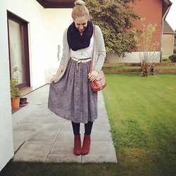 Vera G - Isolde Roth Scarf, Vagabond Shoes, Vintage Skirt - Granny