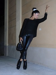 Silvia Spiga - Zara Leggins, Publicdesire Shoes, H&M Bag - Black is back
