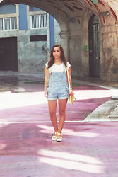 Carolina Santiago - Paul's Boutique London Ltd. Jody Block Patent Gold, Lovely Shoes Women Sandals Metal Design Comfortable Pretty, Romwe Denim Overalls - I'm out on the edge and I'm screaming my name