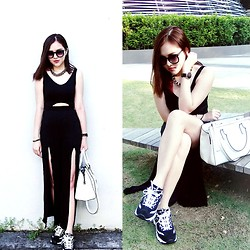 Kelly T -  - Classy? Sporty? feat. Skechers D'lites Extreme Shoes