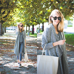 TIPHAINE MARIE - Cardigan, Jeans, Bag, Sunnies, Slip Ons - Hello September.