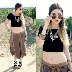Lexi L - Second Hand Velvet Crop Top, Free People Palazzo Pants, Minnetonka Espadrilles, Vintage Necklace, 80's Purple Oversized Lennon Sunnies - Frame by Frame