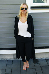 Stina Mattsson - Lindex Coat, Lindex Top, H&M Slacks, Skopunkten Sandals - Coaty
