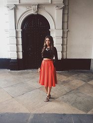 Chantelle Wilkinson - River Island Pleated Midi Skirt, Guess? Studded Strappy Sandals, River Island Fishnet Arm Cropped Jumper, Topshop Acrylic Statement Necklace - Orange Is The New Black