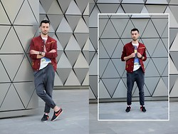 Walk in Moccasins - Secondhand X Diy Jacket, Pull & Bear T Shirt, H&M Chinos, Nike Sneakers - 25.