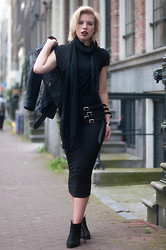 Rowan Reiding - H&M Black Maxi Dress Alexander Wang Wrap Bodycon Pencil Dress, H&M Black Leather Jacket Motorcycle Biker, Acne Studios Ko Pistol Boots, Etsy Black Leather Waist Belt Multiple Straps, V&D Black Long Silk Scarf Fringes - STRAPS