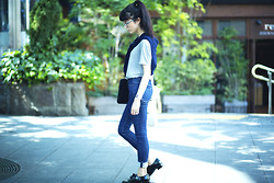 Samantha Mariko - Le Ciel Bleu T Shirt, Le Ciel Bleu Jeans, Oriental Traffic Oxfords, Uniqlo Cardigan - Preppy school boy