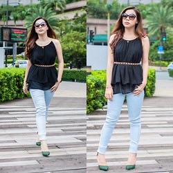 Phylicia P. - Freego Supershaper Jeans, Curtsy Chiffon Top With Gold Braided Neckline - Walk Tall