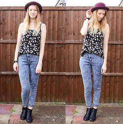 Sammi H - H&M Bowler Hat, Peacocks Daisy Top, Acid Reign Wash Jeans, Primark Cut Out Boots - Daisies
