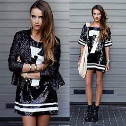 Juliett Kuczynska -  - Panic! At The Disco: Girls/Girls/Boys / maffashion