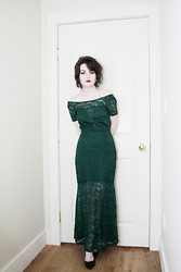 Abbey - Sheinside Lace Evening Gown, Vintage Pumps -  See her with the green dress, she talked to me at the bar