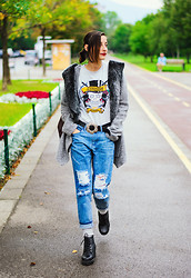 Evilish Queeny - Second Hand Fur Cardigan, Frontrowshop Boyfriend Jeans - Not so Clever Title