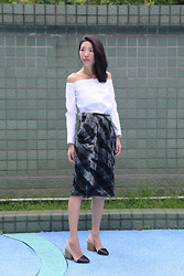 Evan L - Low Classic Open Shoulder Shirt, & Other Story Midi Skirt, Chloé High Heels - Black & white