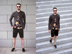 Walk in Moccasins - H&M Shirt, Pull & Bear T Shirt, New Yorker Shorts, Nike Sneakers - 27.