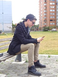 Mateo Gómez - Zara Hat, Zara Blazer, Dr. Martens Leather Boots, Vans Trousers, Coach Iphone Case - 23092014