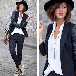Zoé Alalouch - Zara Blazer, Third Paris Necklace, H&M Pants, Jerome Dreyfuss Bag, Golden Goose Sneakers - MONTMARTRE