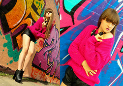 Agata Nika - Tk Maxx Knitwear, Zara Leather Shorts, Primark Gold Ring, Linzi Ankle Boots, Primark Chunky Necklace - Strong fuchsia is the new orange