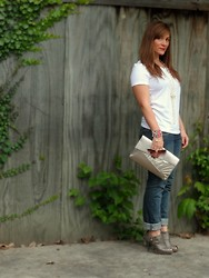 Laura - Sonoma White Tee, Old Navy Diva Skinny Jeans - Fall Basics with Accessories that Pop