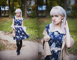 Natalie Elmo Feo -  - Blue dress